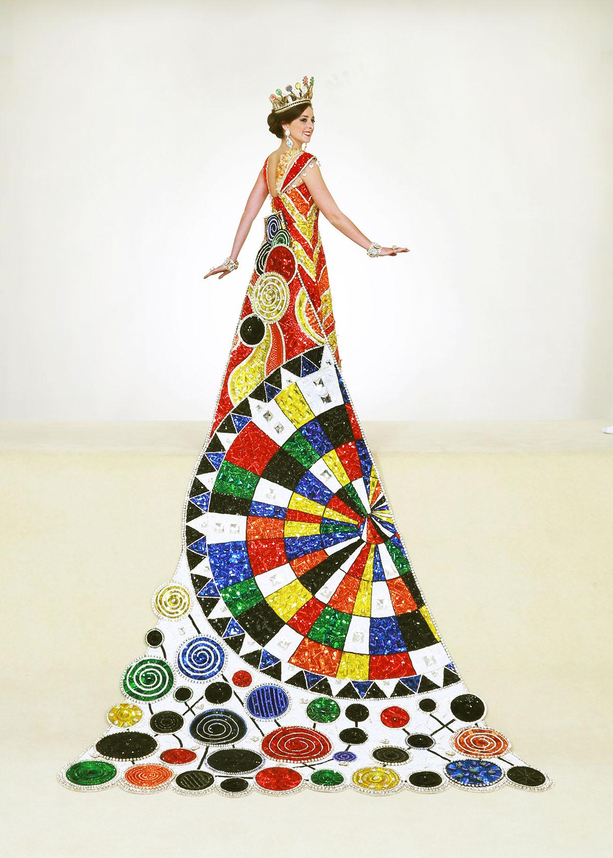 Elizabeth Davis, Duchess Of Whimsical Artistic Expression