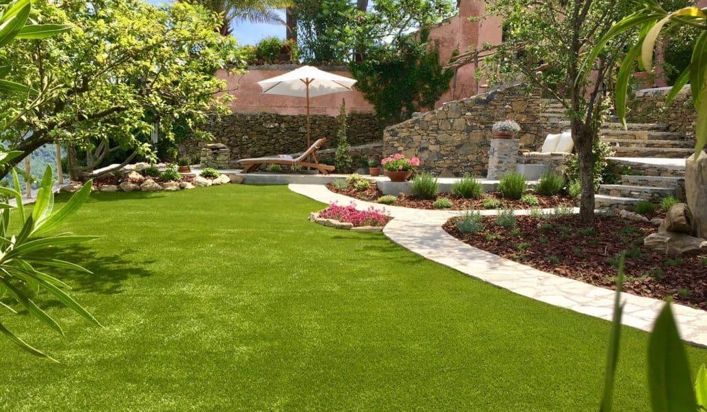 Villa Barca lawn 2