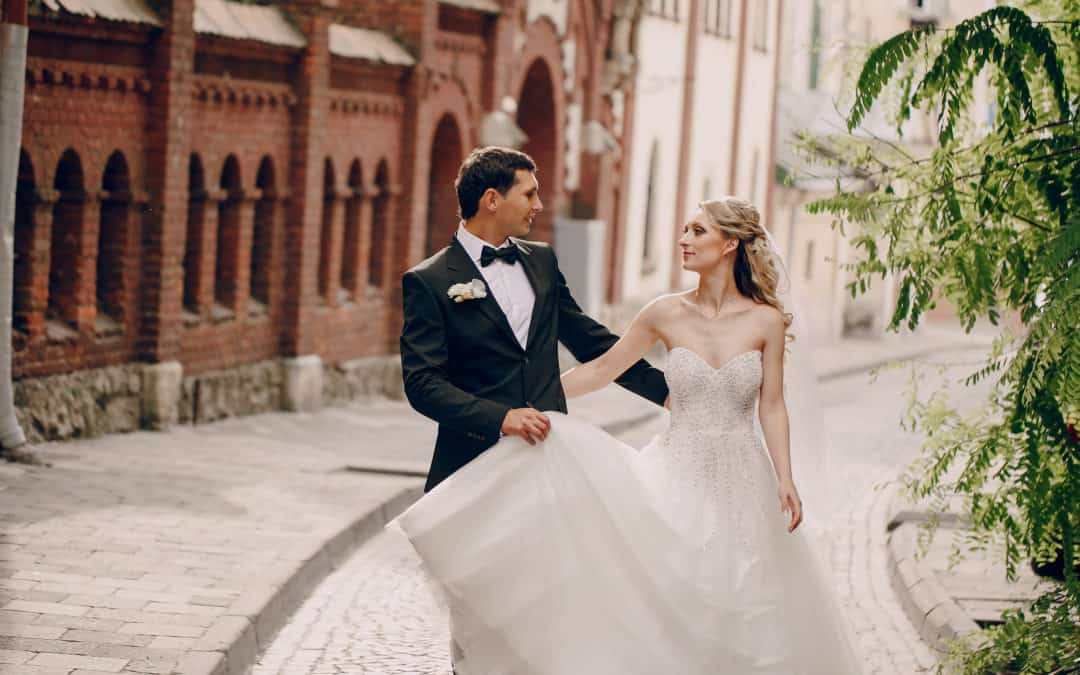 HERE COMES THE GROOM: EASY & NATURAL DOES IT