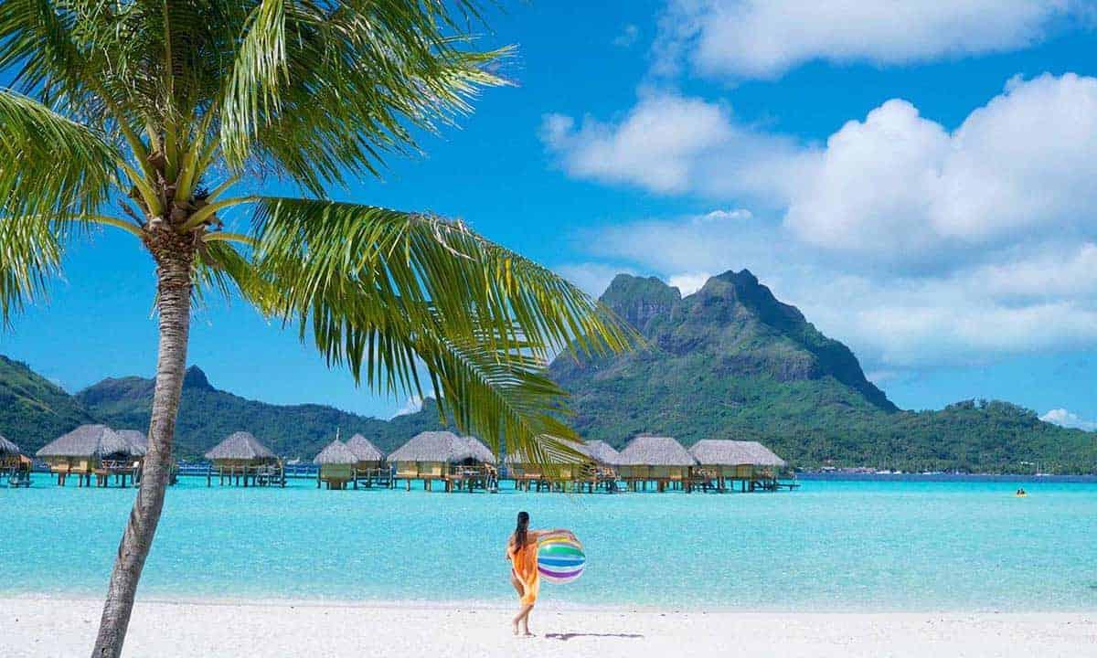 Bora Bora Pearl Resort beach - BALL