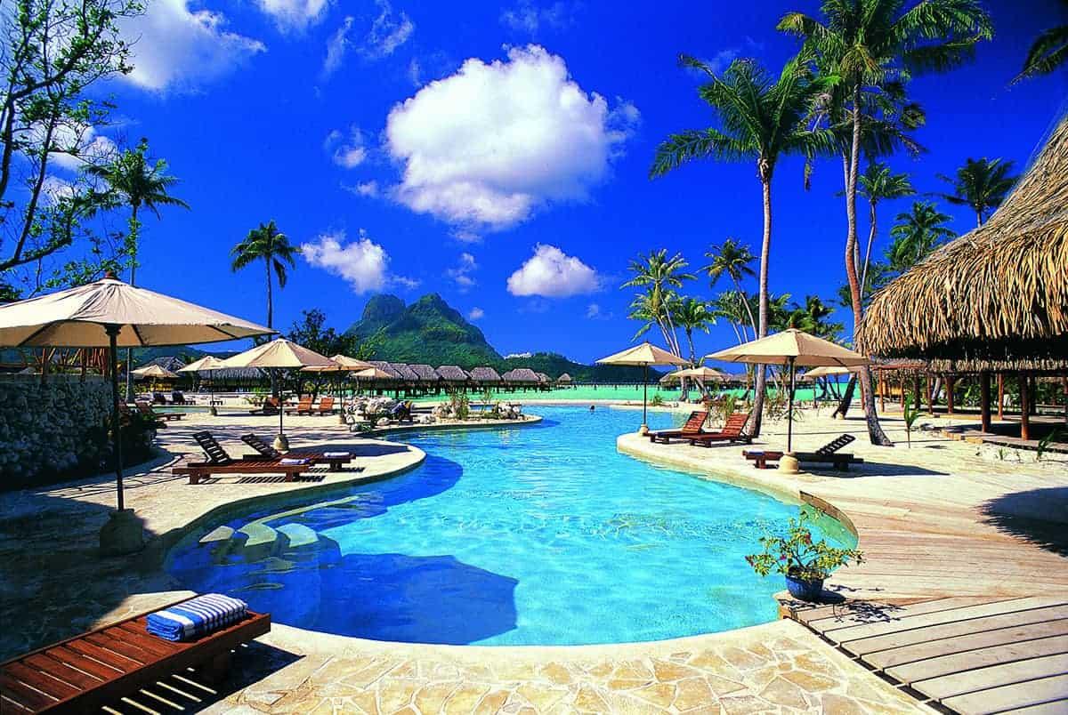 Bora Bora Pearl Resort swimming pool