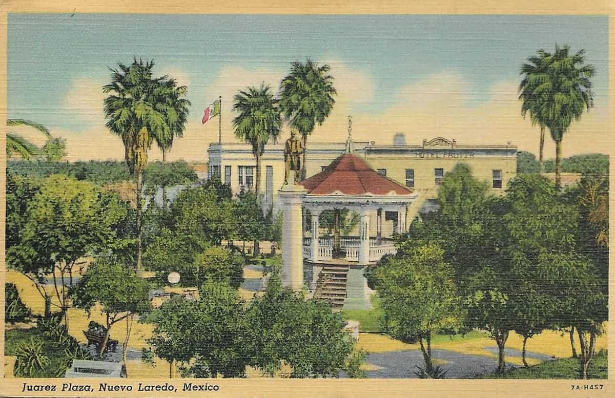 Jaurez Plaza in Nuevo Laredo, 1930s postcard. Courtesy of Lori Duran